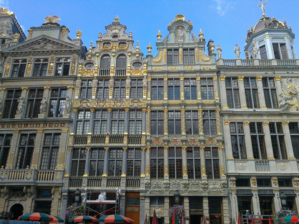 the grand place a visit from halle to brussels center. Black Bedroom Furniture Sets. Home Design Ideas